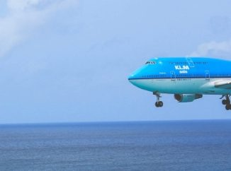 contactlenzenvloeistof in vliegtuig